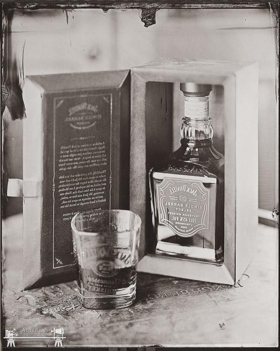 Historický mokrý kolódiový fotografický proces z roku 1851 - reklama pre Jack Daniels Aeternus Pictures